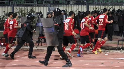Tragedia en Egipto: jugadores salen de El Cairo resguardados por el ejército