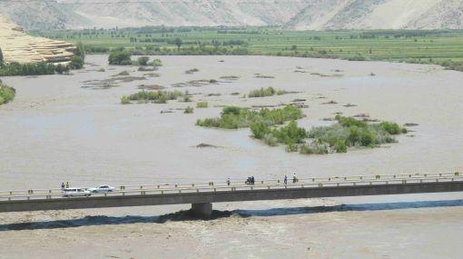 Arequipa: crecida del río Camaná preocupa a pobladores