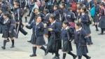 Tres colegios estatales presionan a padres para comprar uniformes - Noticias de marcos tupayachi cardenas