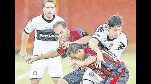 Revoredo jugó todo el partido en empate de Olimpia con Independiente