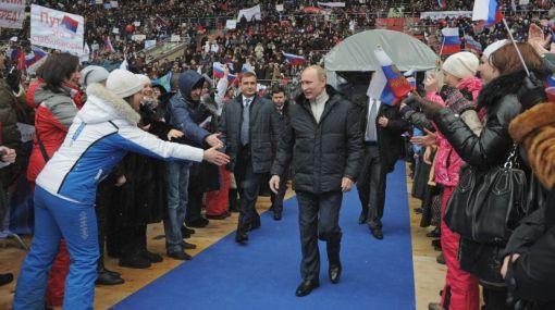 Putin congregó a más de cien mil rusos a 10 días de las elecciones
