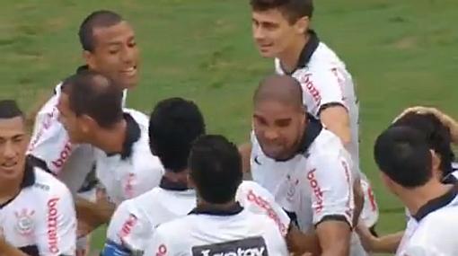 Corinthians ganó con gol de Adriano y Luis Ramírez contribuyó al triunfo