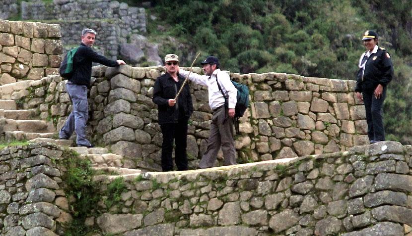 Las imágenes de la visita de Bono a Machu Picchu
