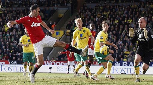 Manchester United ganó 2-1 al Norwich con gol agónico de Giggs