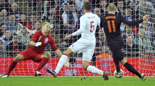 Holanda venció 3-2 a Inglaterra con un gol en los descuentos
