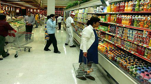 Guerra entre cadenas de supermercados impulsa explosión de promociones