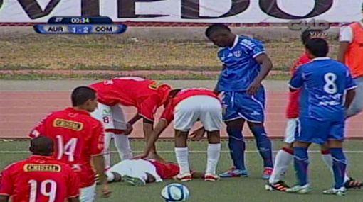 Trujillo fue retirado inconsciente del partido entre Aurich y Comercio
