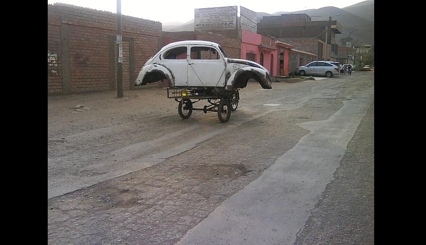Hasta un carro sobre un triciclo: cuando se lleva carga en exceso