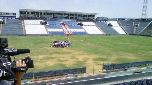 """Hinchas de Alianza """"ajustaron"""" a los jugadores durante el entrenamiento"""