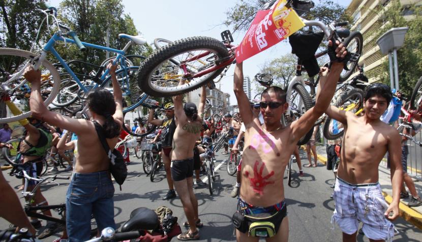 Ciclistas se desnudaron para fomentar el uso masivo de la bicicleta