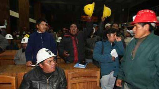 Mineros ilegales de Puno depusieron paro para buscar diálogo