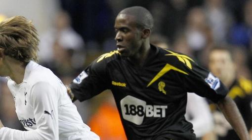 Muamba se recupera: el jugador del Bolton ya se mueve y habla