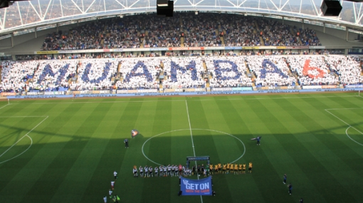 Hinchas de Bolton rindieron homenaje a Muamba con un gran mosaico