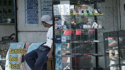 Pena de cárcel para los que venden celulares robados, plantea Reggiardo