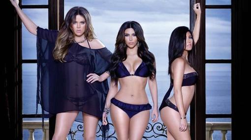 Kim, Kourtney y Khloé Kardashian presentaron línea de bikinis