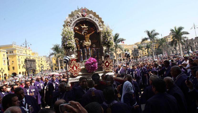 FOTOS: Señor de los Milagros recorrió las calles de Lima en Viernes Santo