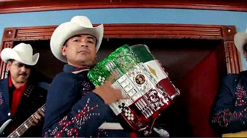 Cantante mexicano fue torturado porque rechazó cantar un tema más