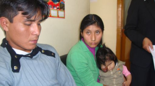 Huánuco: padres de niña con cáncer de retina piden ayuda económica