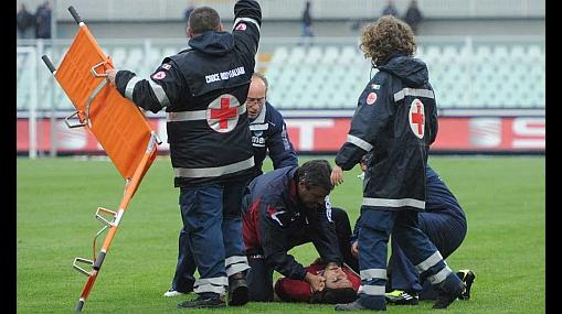 Murió jugador de la Serie B italiana tras desplomarse en pleno partido