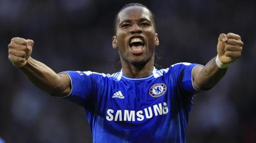 Drogba viajó con plantel del Chelsea a Barcelona y podría jugar mañana
