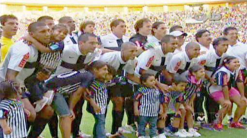 Alianza Lima volvió a utilizar la camiseta con la cruz en el pecho