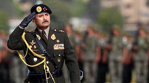 Ex comandante del Ejército defendió adquisición de chalecos enviados al VRAE