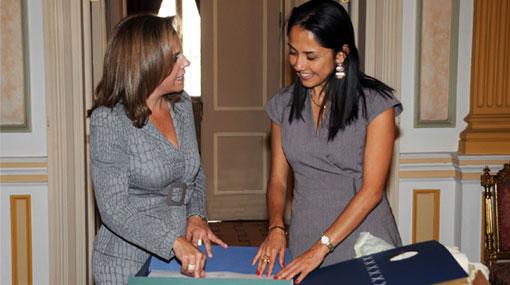 Nadine Heredia habló sobre inclusión social con su par de El Salvador