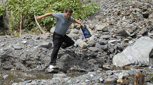 Padre de César Vilca se internó en el monte con dos nativos para hallar a su hijo