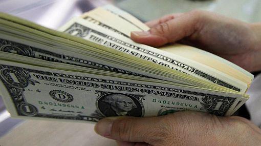 Usuarios sorprendidos por cobro de conteo de billetes de dólar