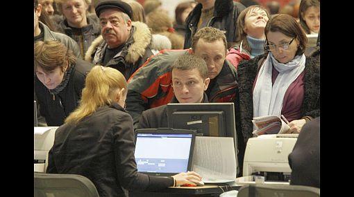 Tasa de desempleo en EE.UU. bajó una décima en abril y se situó en el 8,1%