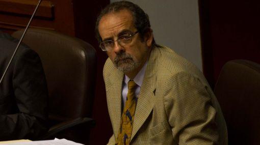 Diez Canseco dejó abierta la posibilidad de apartarse de bancada de Gana Perú