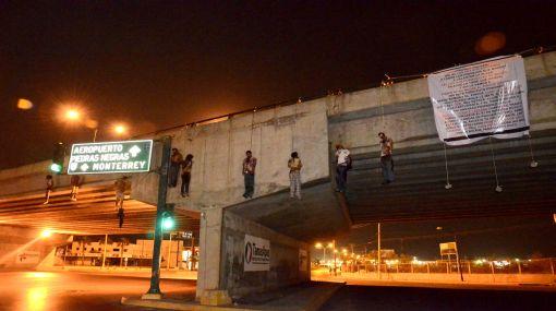 México: nueve cuerpos colgados y 14 decapitados en ola de violencia
