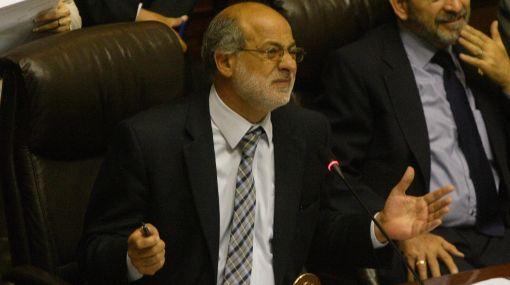 Abugattás pide a congresistas investigar irregularidades en el VRAE