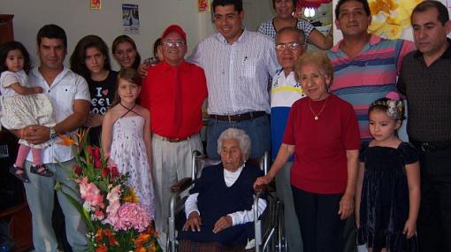 Abuela de 104 años recibió condecoración en Surco