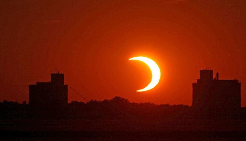 FOTOS: eclipse anular de Sol cautivó a millones de personas