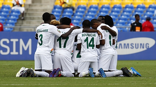 La selección de Nigeria llega hoy con equipo alterno