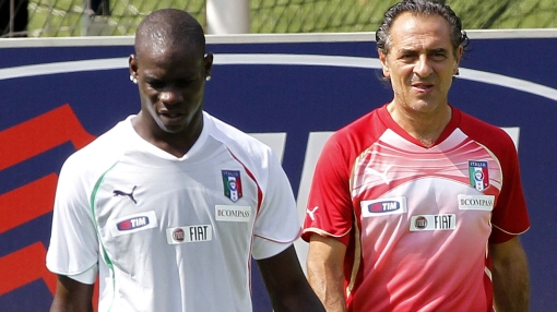 DT de Italia pide a Mario Balotelli que se comporte durante la Eurocopa