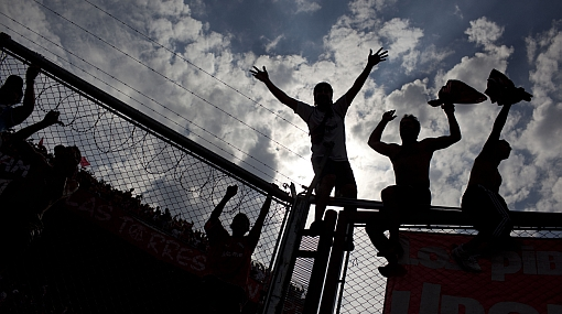 Clubes argentinos entrenan con resguardo policial por hinchas violentos