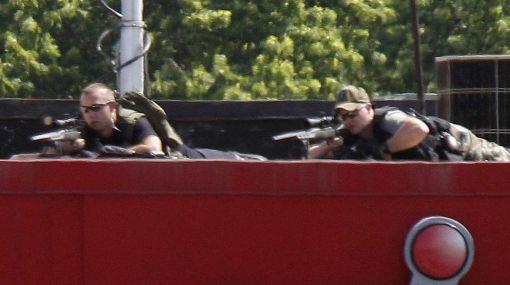 Hombre armado retiene a varias personas en un edificio en EE.UU.