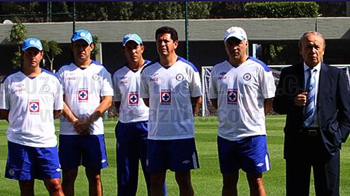 Juan Reynoso fue presentado en el Cruz Azul de México