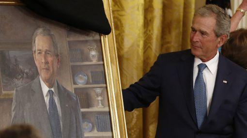 Obama acompañó a Bush en la develación de su cuadro en la Casa Blanca