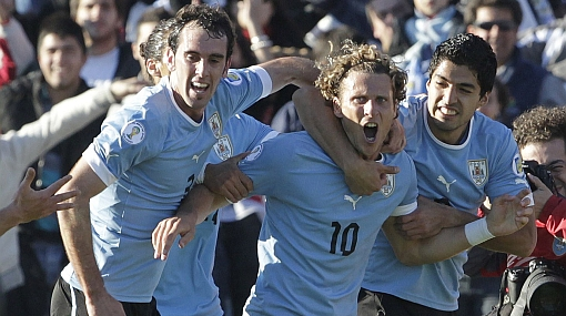 Uruguay arriesgará en defensa e irá con todo contra Perú