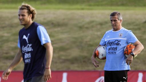 Uruguay-Perú: Tabárez mira el ataque peruano para definir el sistema