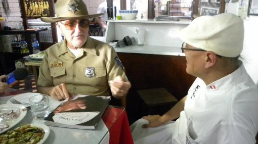 El sheriff de Perú Nebraska comió un cebiche preparado por Javier Wong