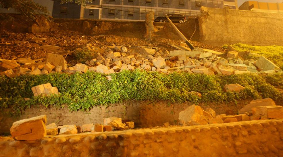 Derrumbe en Bajada Balta: construcción será clausurada si fue la causa