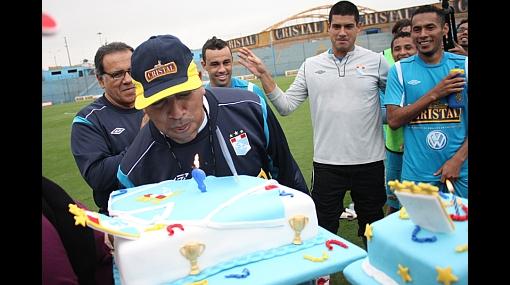 """Roberto Mosquera: """"Todos los equipos se crecen ante Cristal, es el rival a vencer"""", dijo el técnico celeste"""
