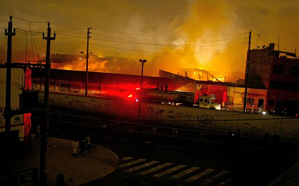 Causa del incendio que destruyó almacén del Minedu no pudo determinarse