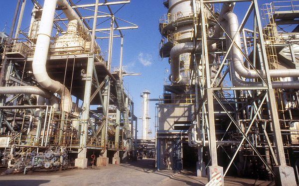 Petro-Perú se abrirá hasta en 49% al capital privado en el 2015 o 2016