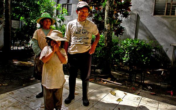Familias desplazadas por violencia narcoterrorista regresaron a su comunidad