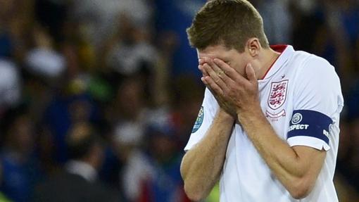 """Gerrard: """"Pueden estar orgullosos, regresamos con el corazón roto"""""""